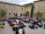 Repas-Cour-Ancien-Monastere-Ste-Croix.jpg